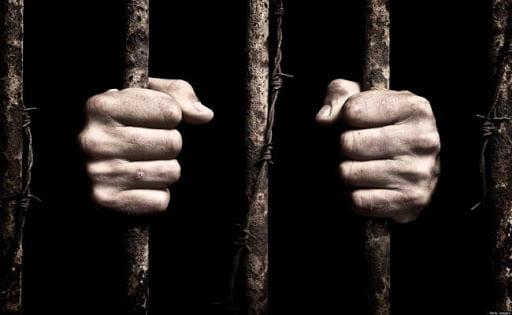 της φυλακής τα σίδερα είναι για τους λεβέντες