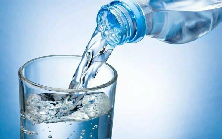 Πόσο νερό πρέπει να πίνω κάθε μέρα